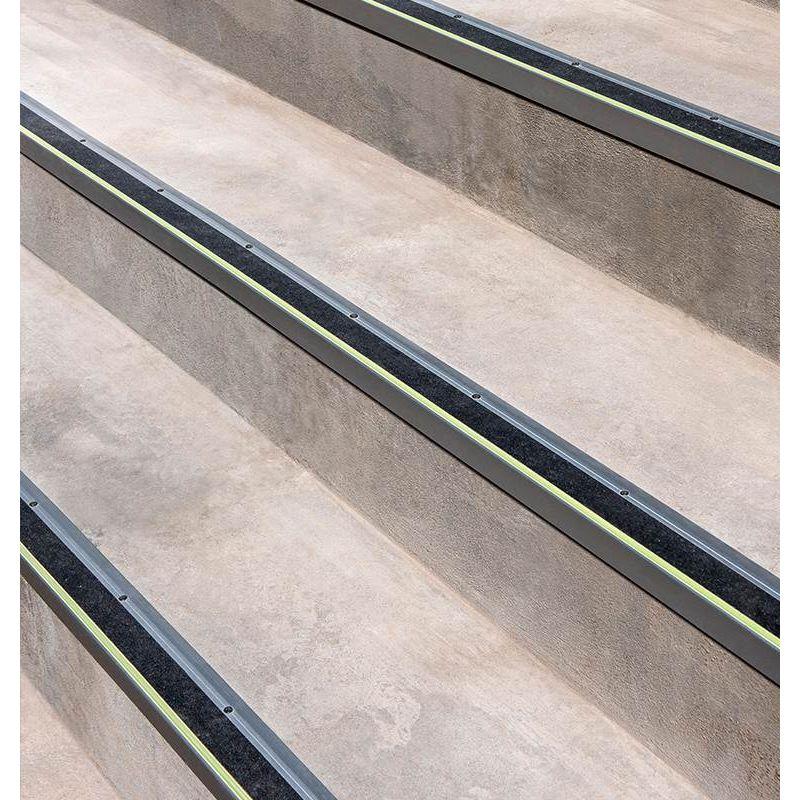 accesorios-para-piso--metalico-atrim-nariz-escal-alum-luminosa-2500x68x33-gri-am17cr041-1.jpg