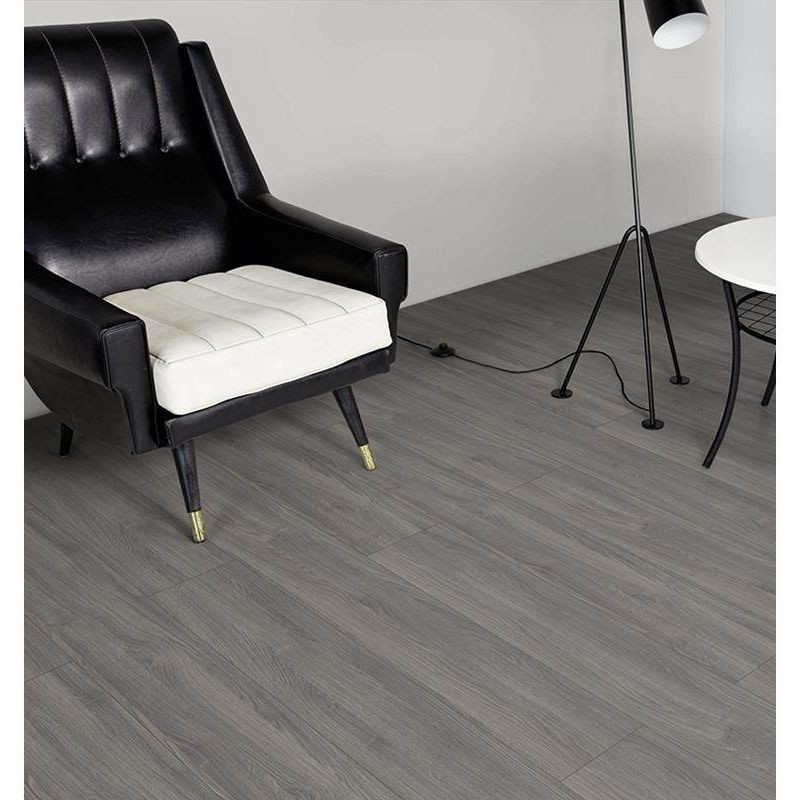 pisos-laminados-pisos-madera-kaindl-eiche-cold-4mv-1383x193x7-gris-kd04gr141-1.jpg